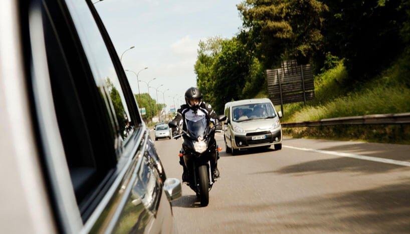 Как передвигатся в потоке на мотоцикле